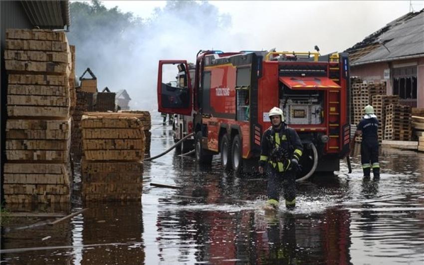 Eloltották a hajdúböszörményi faipari épületben keletkezett tüzet