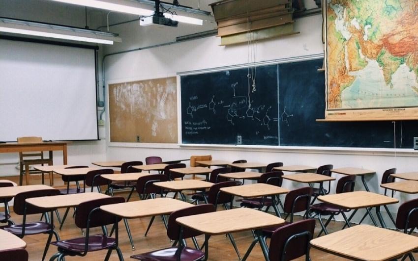 Szeptembertől iskolaőrök felügyelhetik a rendet a nevelési-oktatási intézményekben