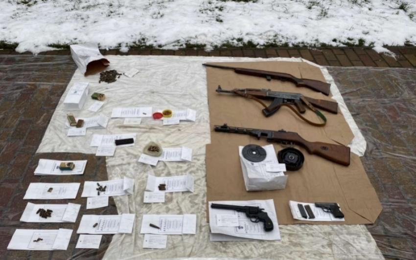 Fegyverarzenált találtak egy miskolci férfinél
