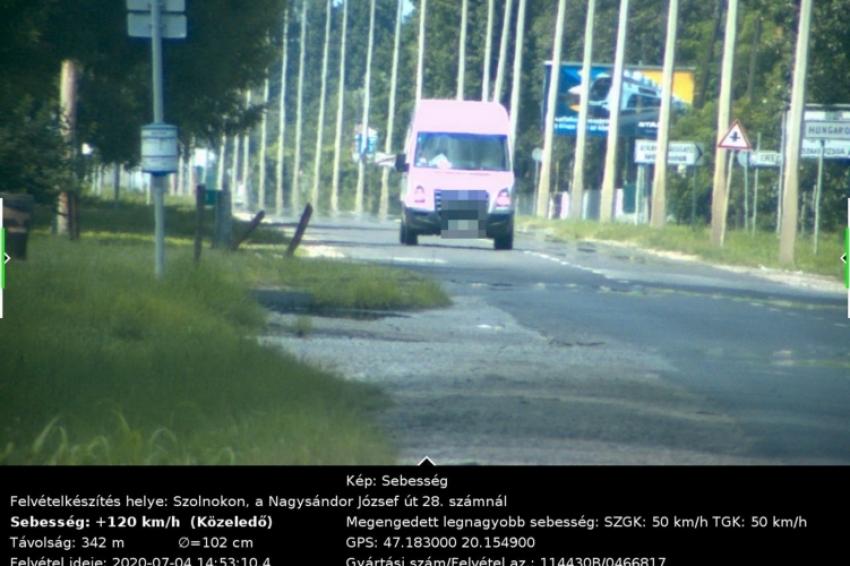 Bemérték a rendőrök: 120 km/h belterületen