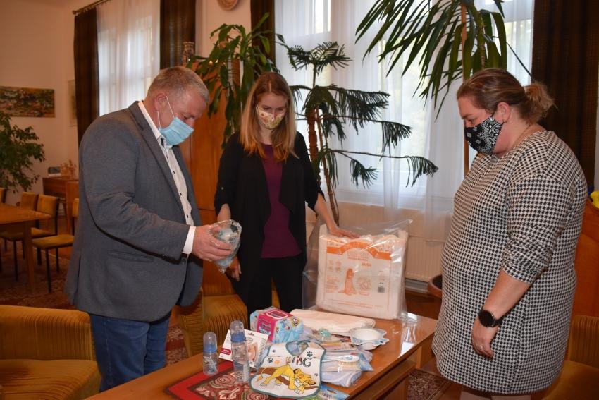 Babacsomagot adott át Szepesi Tibor polgármester