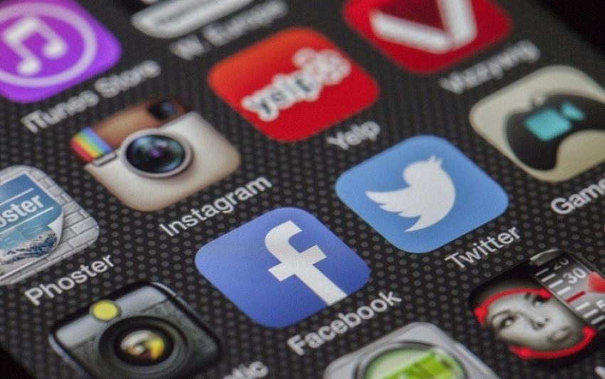 Bűncselekmény a közösségi oldalakon más nevében fiókot létesíteni Romániában