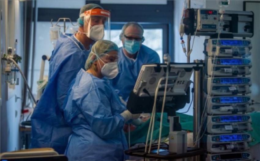 Meghalt öt beteg, 633 új fertőzöttet találtak Magyarországon