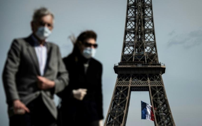 Koronavírus - A francia nyaralóhelyeken ismét kötelező a kültéri maszkviselés